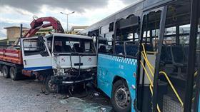 Son dakika: Ümraniye'de kamyon halk otobüsüne çarptı!