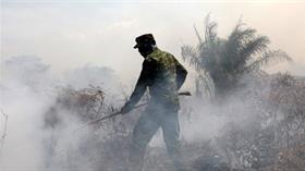 Endonezya'da yangınların yol açtığı yoğun duman nedeniyle uçak seferleri iptal edildi