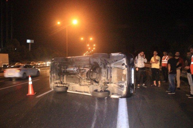 TEM Otoyolda otomobil ile ticari araç çarpıştı: 4 yaralı