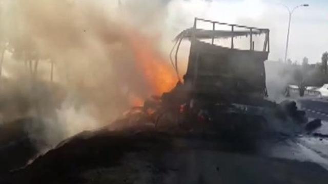Son Dakika: İstanbul, Büyükçekmece'de TEM'de TIR yangını