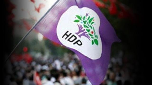 PKK'lı terörist diye kayyumun işten çıkardıklarını, HDP'li belediye işe alıyor