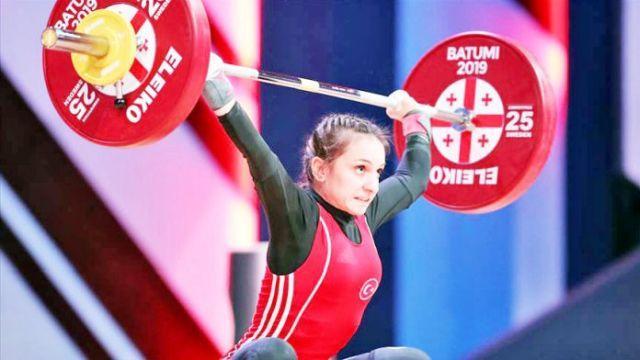 Milli halterci Şaziye Erdoğan altın madalya kazandı