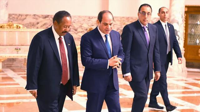 Sudan Başbakanı Hamduk Mısır'da Sisi ile görüştü