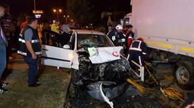 Otomobilde sıkışan sürücünün çektiği acı yüzüne yansıdı