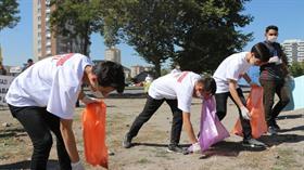 Öğrenciler çöp topladı: Temizlik imandandır