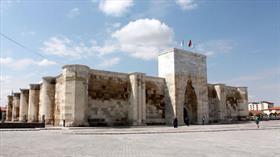 Selçuklu eseri Sultanhanı Kervansarayı açılış için gün sayıyor