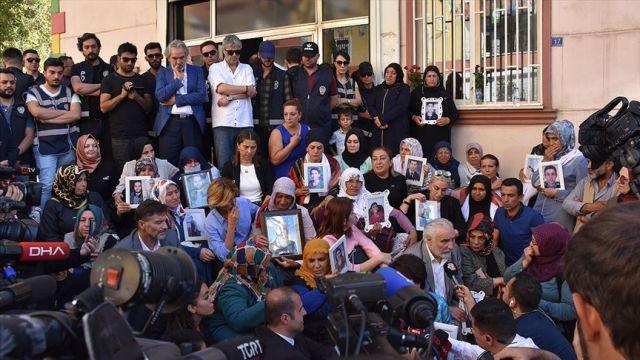Diyarbakır annelerine 20 sehirden 117 STK destek verdi
