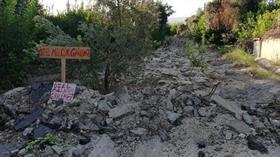 50 yıllık asfalt yol kazıldı, 'özel mülkiyettir' yazısıyla kapatıldı