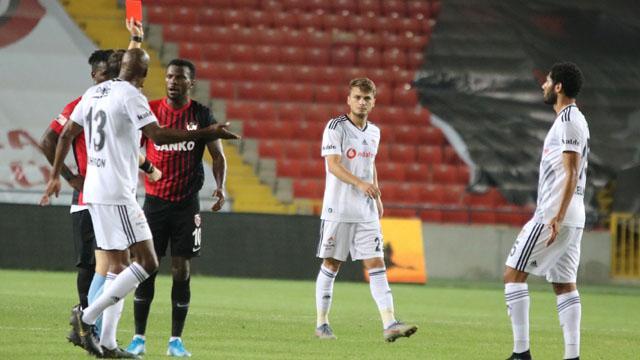 Beşiktaş Başakşehir maçına stopersiz çıkacak