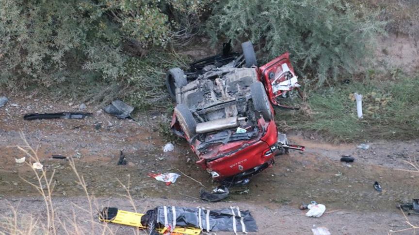 Sivas'ta feci kaza; 2 ölü 6 ağır yaralı