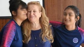 Kanseri yendi, bakıcılığını yaptığı ikizlerin koruyucu annesi oldu