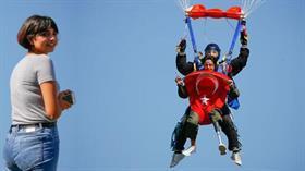 Türkiye'de ilk oldu! Hatice Hemşire 4 bin metreden böyle atladı