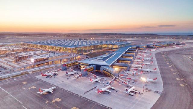 Mega Havalimanı'nda bir ilk daha! 3 uçak aynı anda inebilecek