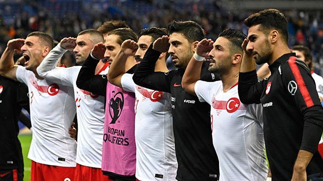 Millilerimizin verdiği asker selamı Avrupa'yı sarstı! İtalya'dan UEFA'ya bir hadsiz talep daha yapıldı