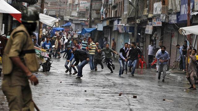 Cammu Keşmir'de çatışma: 3 direnişçi öldü