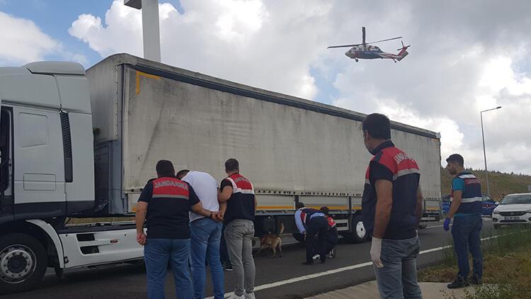 Jandarmanın nefes kesen uyuşturucu operasyonu havadan görüntülendi