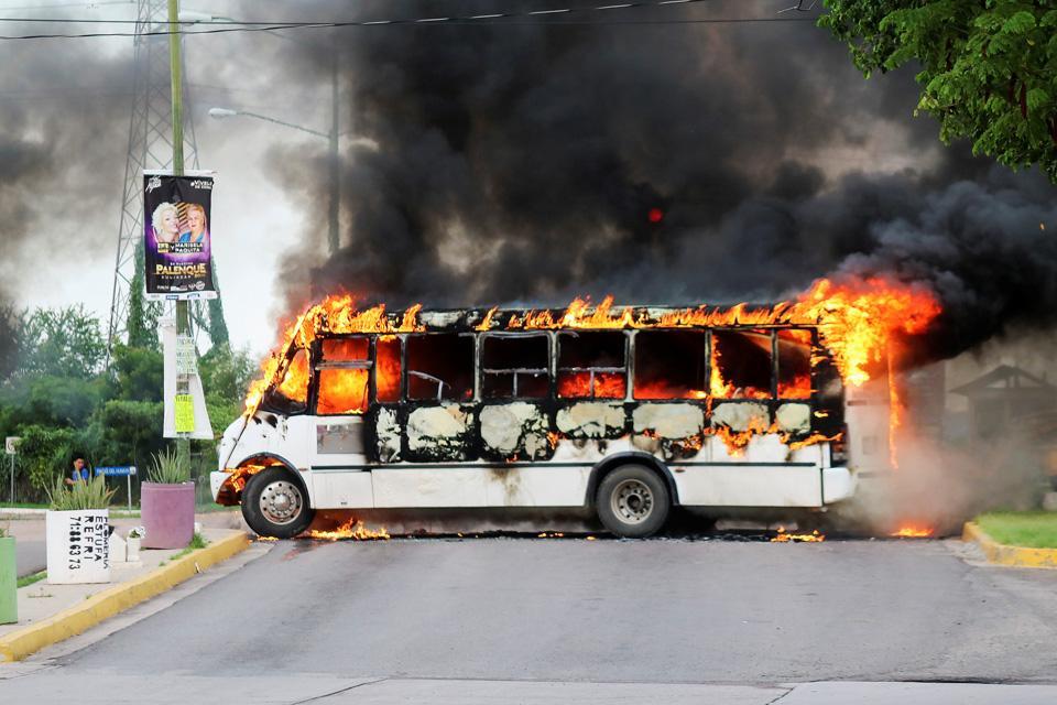 Meksika'da inanılmaz görüntüler! Baronun oğlu yakalandı, sokaklar ceset doldu