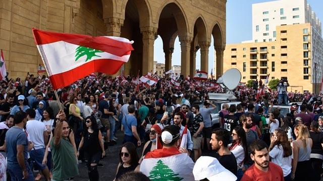 Lübnan halkı ulusal birlik hükümetinin istifasını istiyor
