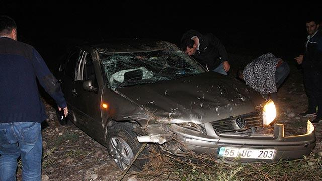 Amasya'da otomobil tarlaya devrildi: 2 yaralı
