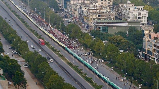 Dünyanın en uzun bayrağı Keşmir için açıldı