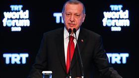 Başkan Erdoğan'dan ABD'ye kritik soru: 30 bin TIR silahı vermek hukukun neresinde?