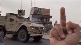 YPG'lilerin Amerikalıları taşladığı yeni görüntüler: Fuck you!