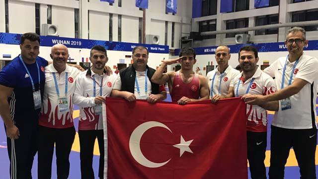 Milli güreşçi Soner Demirtaş'tan bronz madalya