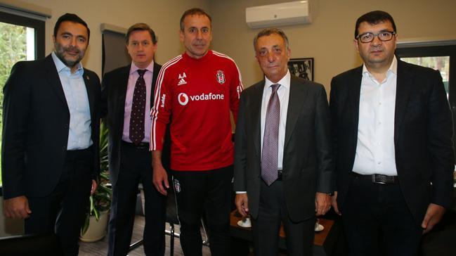 Beşiktaş Başkanı Ahmet Nur Çebi futbolcularla bir araya geldi: İlk olarak çözmem gerekeni biliyorum