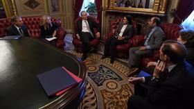 Senatörler PKK/YPG'li teröriste kırmızı koltuğa oturttu
