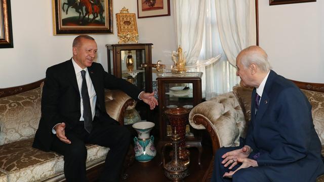 Başkan Erdoğan, MHP lideri Bahçeli'ye evinde geçmiş olsun ziyaretinde bulundu