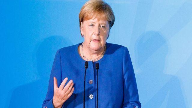Merkel, ülkedeki antisemitizm ve ırkçılık konusunda uyardı