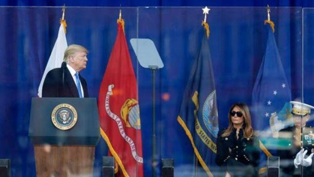 Trump, kurşun geçirmez camın arkasında konuştu