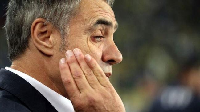 Fenerbahçe Teknik Direktörü Ersun Yanal gözünden küçük bir operasyon geçirdi
