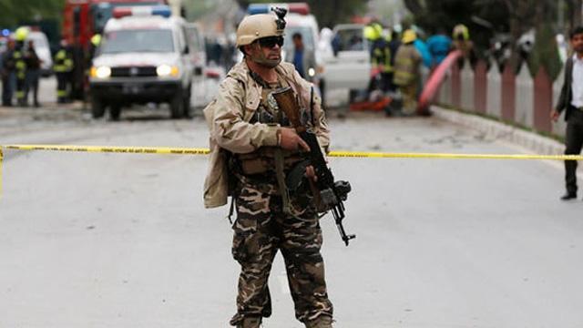 Afganistan'da NATO askeri konvoyuna saldırı