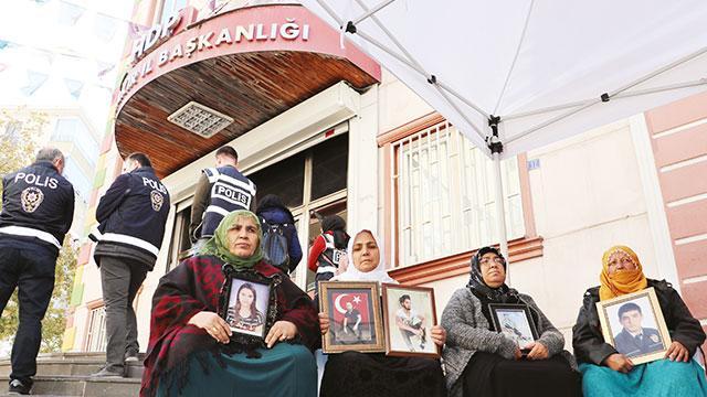 Annelere tehdide 22 yıl hapis talebi