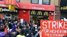 İngiltere'de McDonald's çalışanları ücretlerinin artırılması için greve gitti.