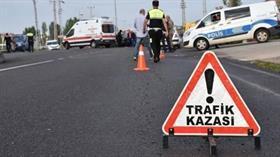 Eyüpsultan'da okul servisi direğe çarptı 7 öğrenci yaralandı