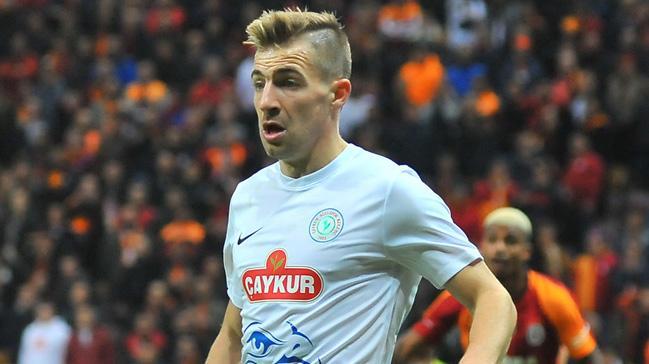 Fenerbahçe sol bek transferi için önceliği Dario Melnjak'a verdi