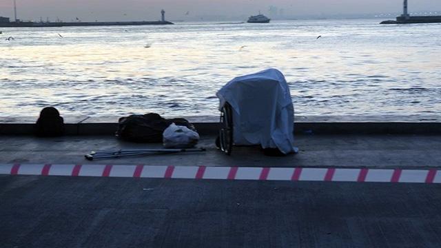 Kadıköy'de şoke eden ölüm! Sahilde engelli sandalyesinde denizi izlerken hayatını kaybetti