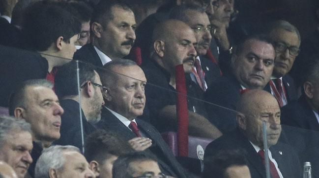 Erdoğan tribünde