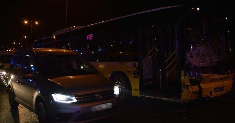 İstanbul'da İETT otobüsüyle otomobil çarpıştı: 3 yaralı