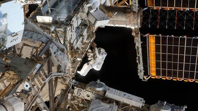En karmaşık uzay yürüyüşü başladı: Canlı yayın