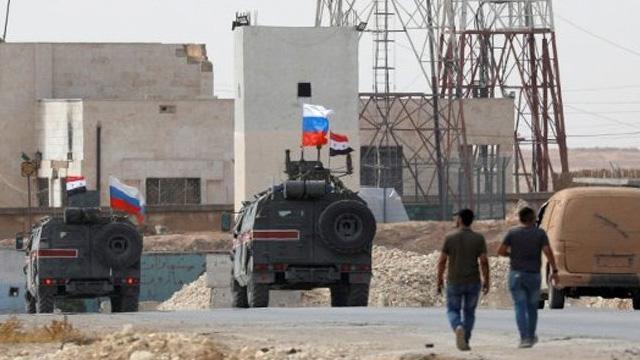 Fırat'ın doğusundaki Aynularab'da ABD'nin boşalttığı üslere Rusya yerleşti