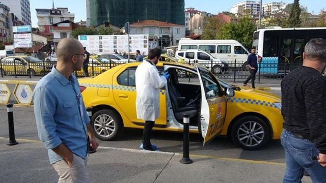 Pendik'te taksici, aracına binen yolcu tarafından silahla yaralandı