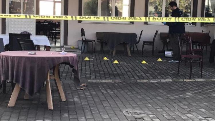 Adapazarı'nda bir kahvede kavga: 2 yaralı