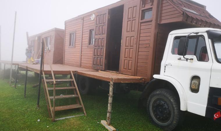 Kemal Sunal filmi gerçek oldu! Ahşap evi kamyon kasasına monte etti