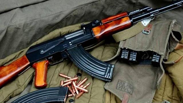 Güney Kıbrıs Rum kesiminde her haneye bir silah düşüyor