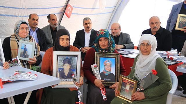 Dağa kaçırılan çocukları için nöbet tutan Diyarbakır annelerine destek ziyaretleri devam ediyor
