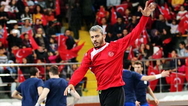 Asker selamı veren hentbolcu Yunus Özmusul'un sözleşmesi feshedildi