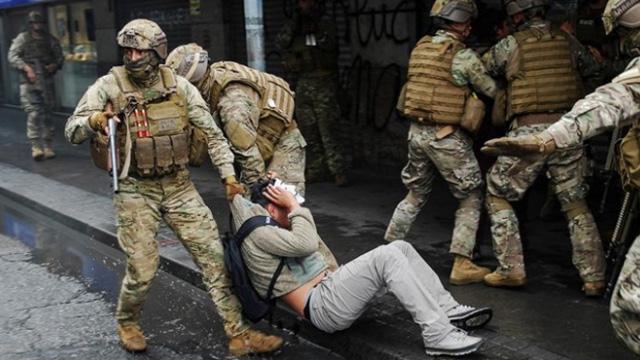 Şili Devlet Başkanı Pinera göstericilere karşı 'orantısız' gücü kabul etti